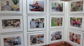 """Ceļojūšuo fotoizstuode """"Latgolys bibliotekars – rodūšuma olūts"""" apsaverama Rēzeknē"""