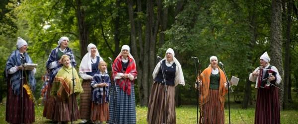 Naujinē izskanēs folklorys kūpu sasadzīduošonys pasuokums