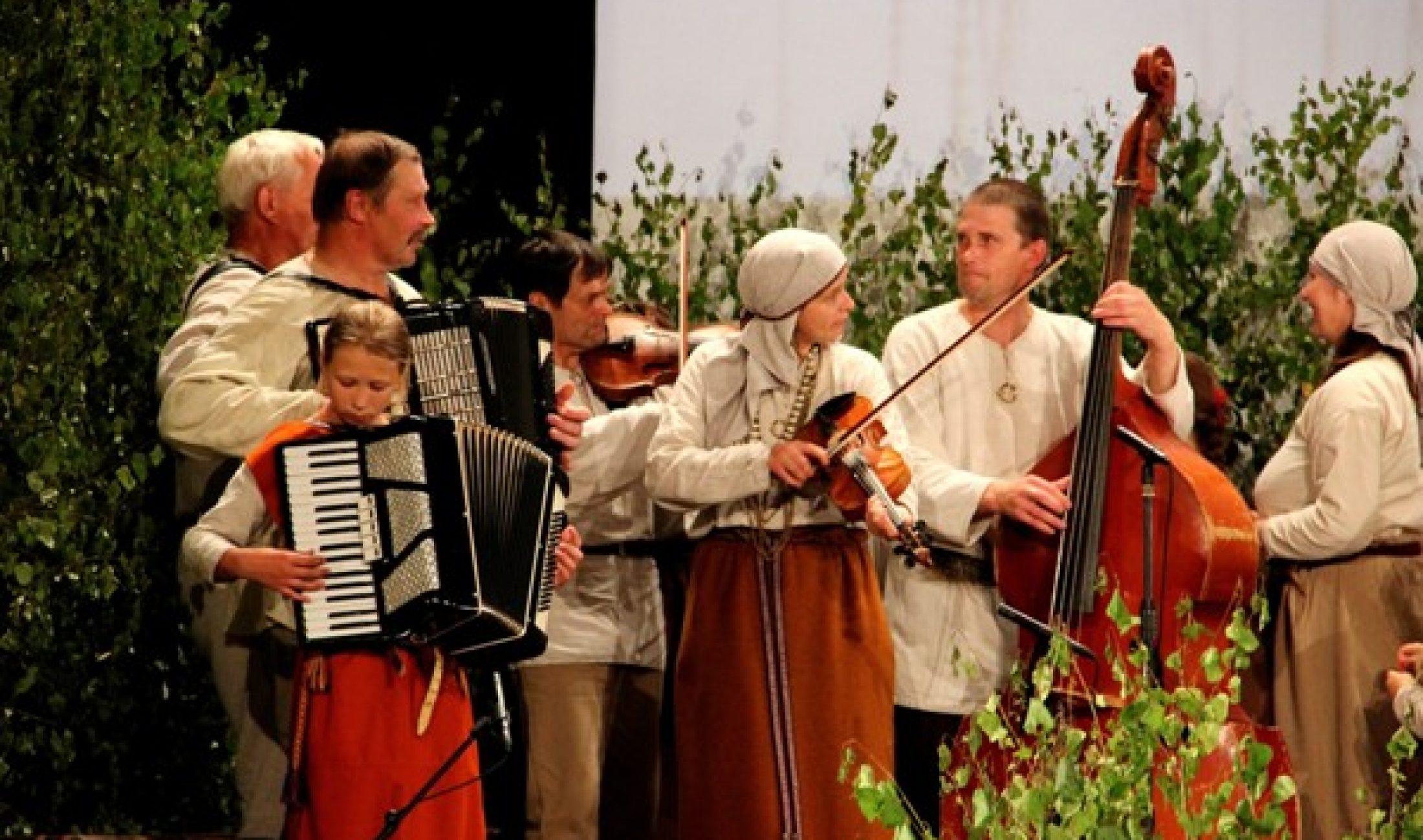 Tautys muzykantu svātki Viļānūs itūgod Stefanejis Uļanovskys zeimē