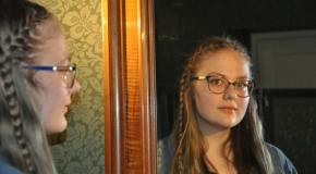 Astronomeja, ukulele i gruomotys latgaliski.  Saruna ar škoļneicu Jūliju Vaņkovu