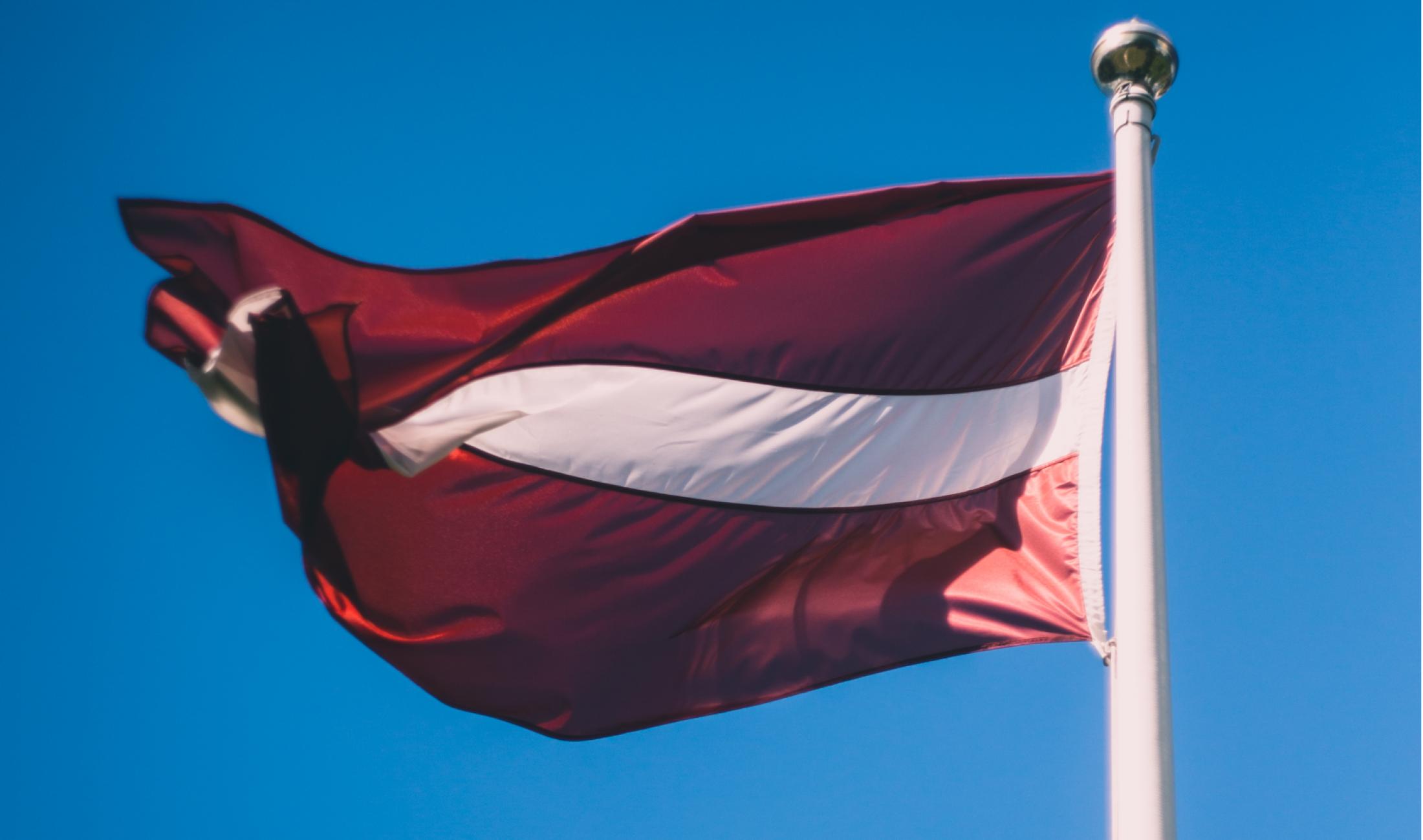 Voi Latvejis vaļsts himnu dreikst dzīduot latgaliski?