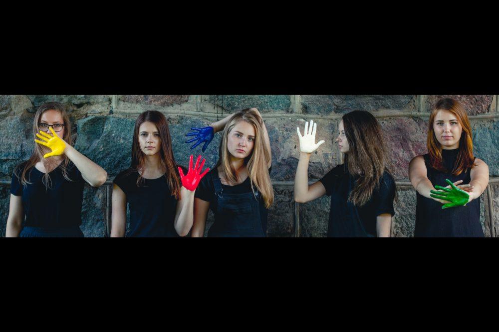 """Grupai """"Trešīs Ņutona lykums"""" videoklips dzīsmei ar Ontona Slišāna vuordim"""