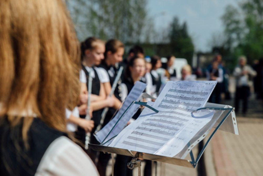 Bolvūs muzykys svātki puļceis vaira par 2000 daleibnīku